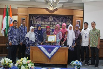 Penandatanganan MoU dan Training of Trainers MYOB di Universitas Ahmad Dahlan