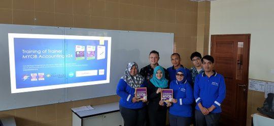 Training of Trainer di Universitas Universal Batam